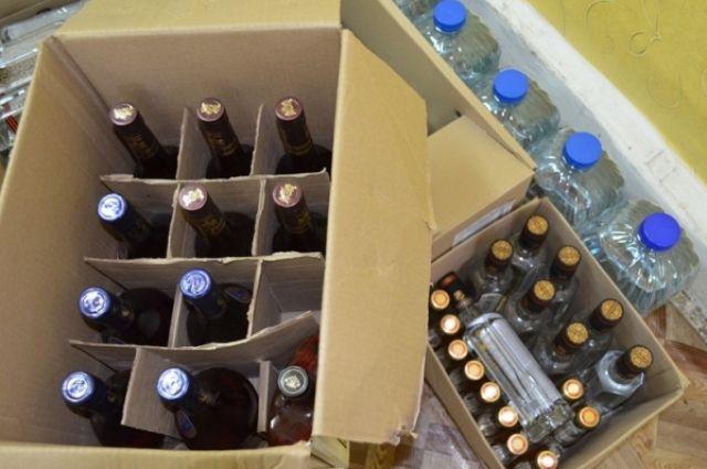 Вторговых точках Твери изъято 140 литров нелегального алкоголя