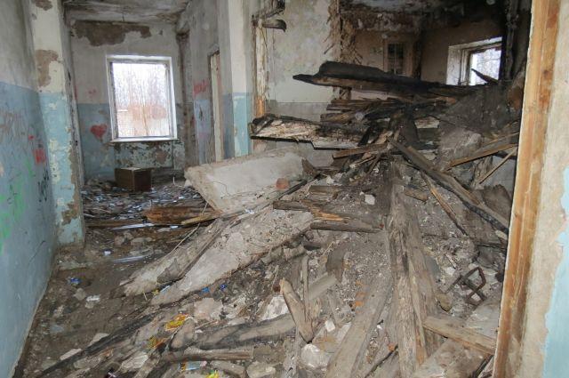 ВОмской области взаброшенном доме отыскали  мертвую женщину