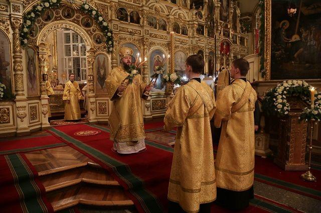 Праздничную литургию совершил митрополит Пензенский и Нижнеломовский Серафим.