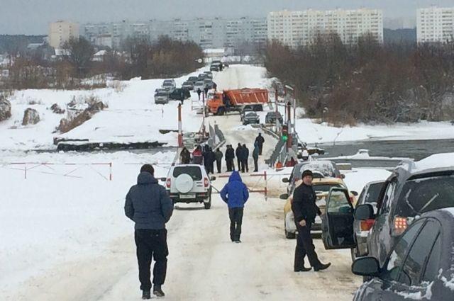 ВВоронеже из-за движения льда перекосило понтонный мост
