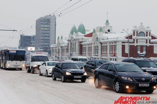 В первый рабочий день Новосибирск попал в плен пробок