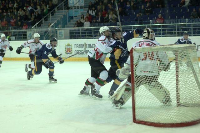 Оренбургские «Сарматы» борются за третье место в МХЛ