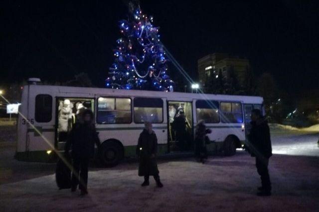 Власти Ярославля спасли 40 туристов, застрявших натрассе взаглохшем автобусе