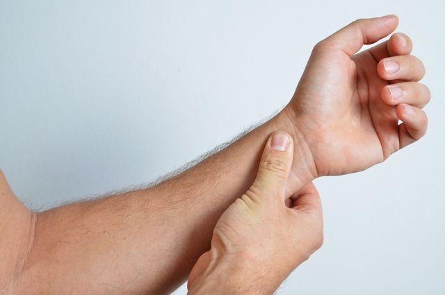 как найти пульс на руке фото актуальные