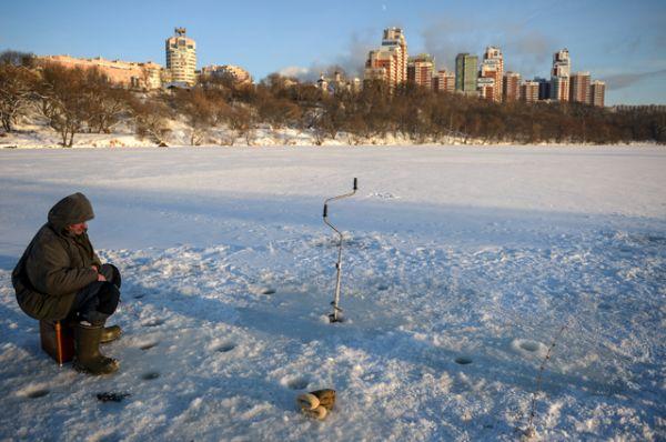 Рыбак на Москве-реке.