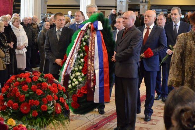 Проститься с Юрием Глебовым пришли многие и многие омичи.