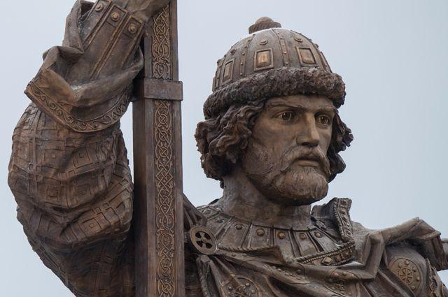 Памятник князю Владимиру на Боровицкой площади в Москве.