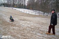 В мэрии Калининграда объяснили, зачем засыпали песком снежную горку в ЦПКиО.