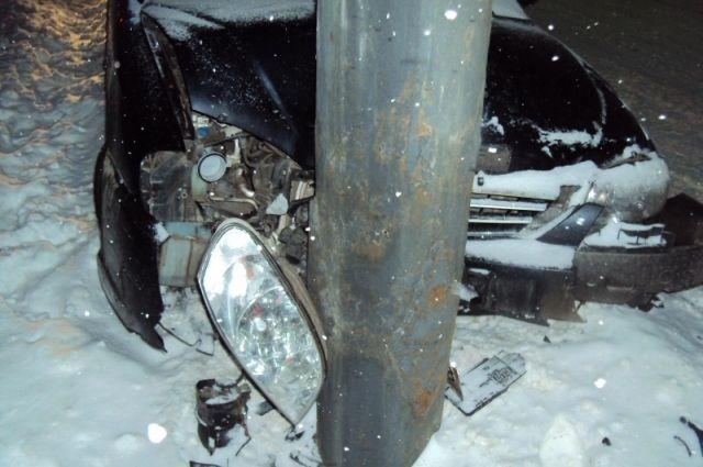 ВТамбове шофёр навысокой скорости врезался встолб