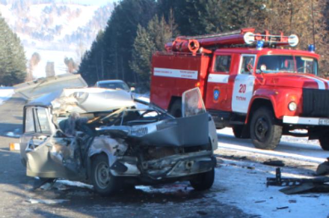 Смертельное ДТП вТулунском районе: КамАЗ столкнулся с«Жигулями»