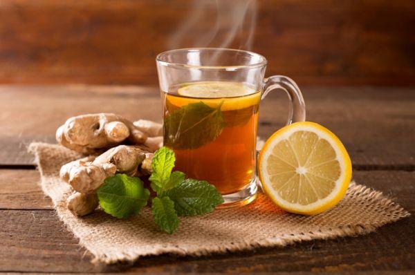 Имбирь. В нем очень много витаминов, также имбирь обладает противовирусным действием. Чай с добавлением кусочка имбиря не только согреет организм, но и повысит иммунитет.