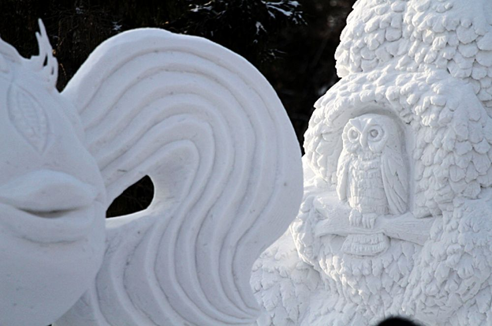 Многие скульпторы создают наброски из пластилина, другие же придумывают свои композиции прямо во время работы.