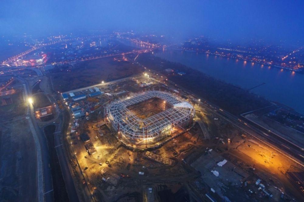 Параллельно вокруг нового стадиона идёт благоустройство территории.