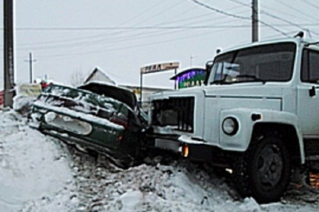 ДТП произошло 9 января в 16:07 на улице Строителей в городе Кузнецке.