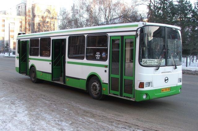 ВТольятти столкнулись пассажирский автобус МАЗ и Лада Priora