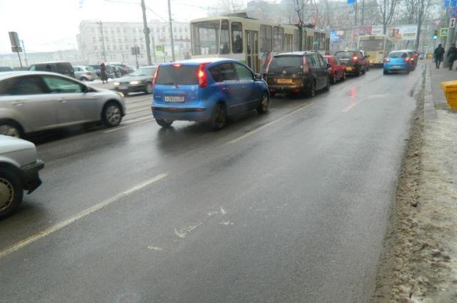 В Калининграде под колеса «Ауди» попала выходившая из трамвая девушка.