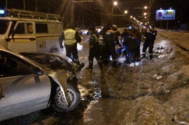НаЛенинградском проспекте вЯрославле врезультате дорожного происшествия пострадали 4 человека