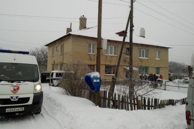 ВЛипецкой области полицейский спас семью с малышом