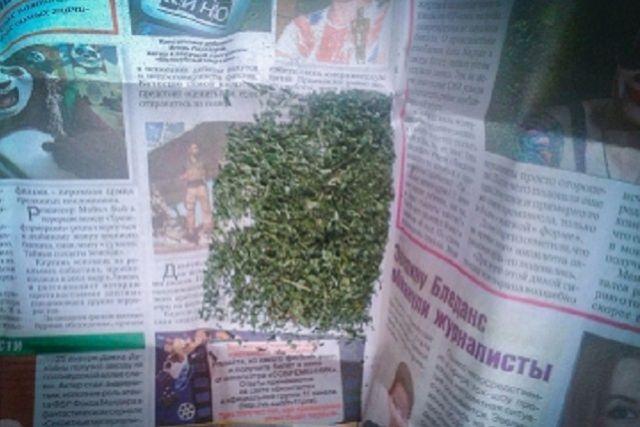 Полицейские обнаружили и изъяли вещество зеленого цвета массой более 31 грамма.