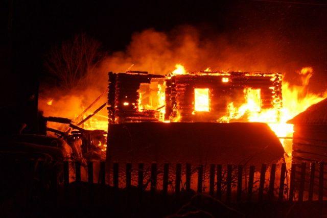 Впоселке под Харовском напожаре погибли теленок и 5 куриц