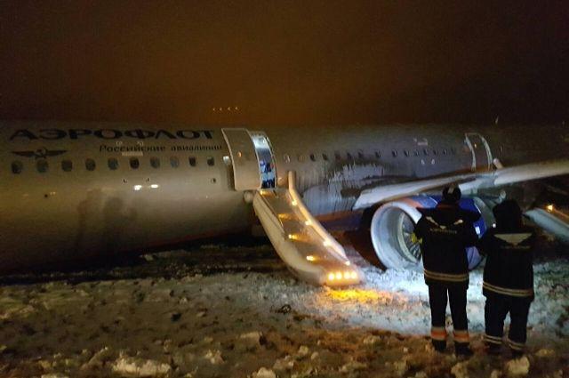 СК рассматривает три версии инцидента с самолетом в аэропорту Калининграда.
