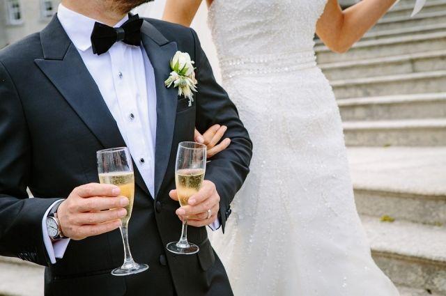 ВоДворец бракосочетаний №1 вПетербурге создалась внушительная очередь