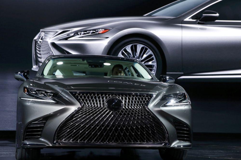 Lexus LS 500.