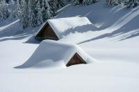 Снегопады отрезали поселок от внешнего мира