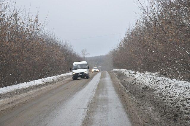 ВТюменской области два грузового автомобиля  раздавили легковую машину