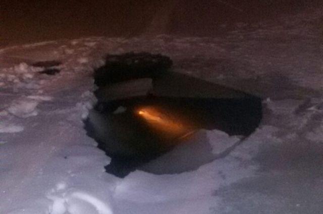 В Оренбургском районе снегоход съехал в полынью