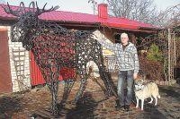 Альгердас Микшта и его скульптура. За каждой из 600 подков чей-то труд, чья-то судьба.