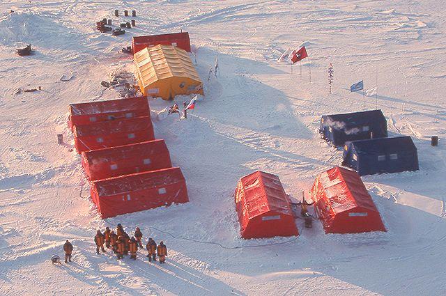 Дрейфующая российская полярная станция «Барнео».