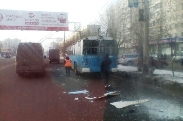 Насевере Волгограда «Газель» протаранила троллейбус