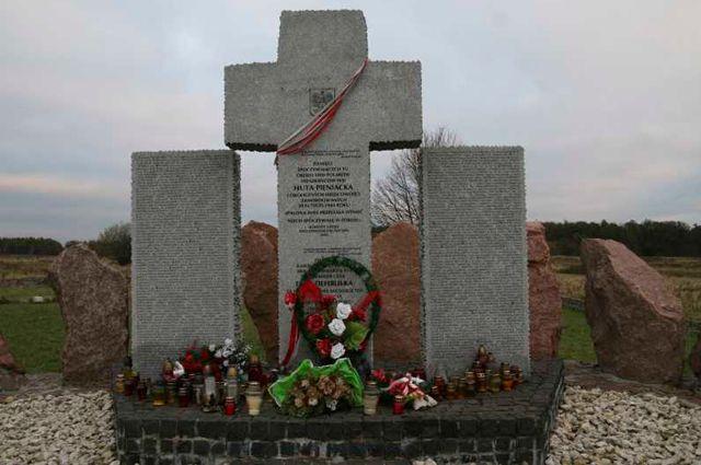 Памятник жертвам трагедии Гуты Пеняцкой.