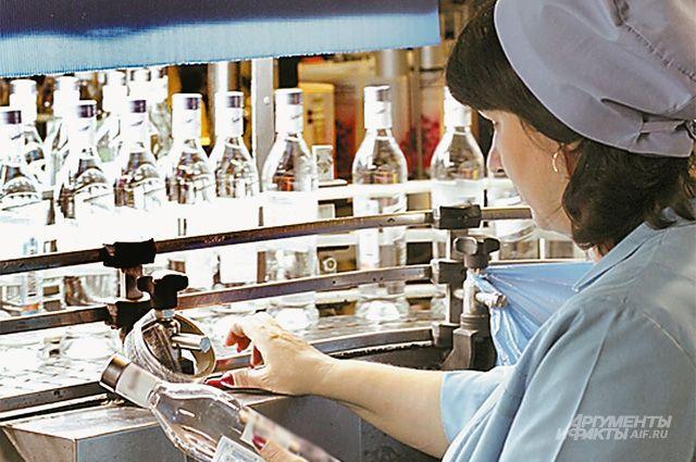 Министр финансов предложил поднять минимальную цену водки