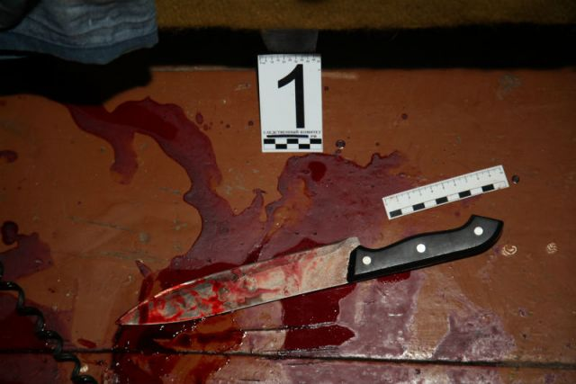 Два человека были ранены ножом