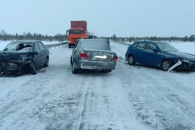В массовой аварии пострадали три пассажира.
