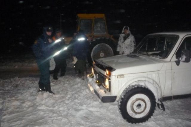 Под Новотроицком ночью чуть незамерзли трое мужчин вснежном плену
