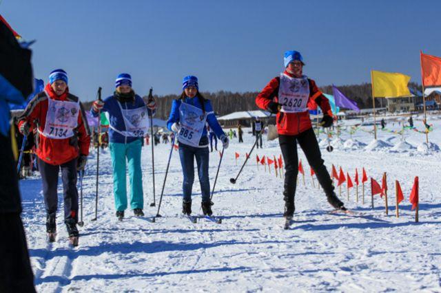 В массовом забеге могут участвовать спортсмены, студенты, школьники, сотрудники компаний и предприятий, семьи и все любители здорового образа жизни.
