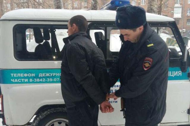 Кузбассовец ограбил квартиру наглазах ухозяйки