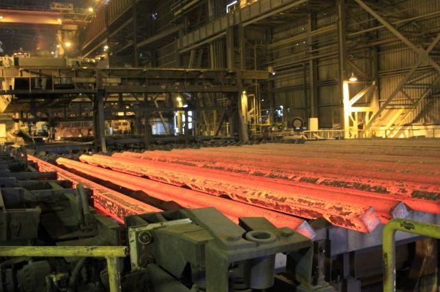 Бывшие сотрудники в течение трех недель вывозили металлопрокатную продукцию.