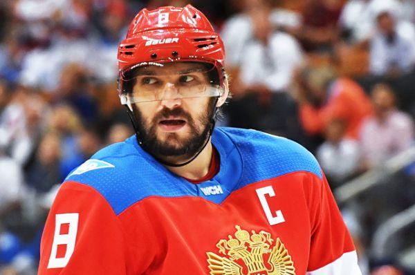 Александр Овечкин. Российский форвард, продолжающий карьеру в НХЛ, забил больше всего шайб среди соотечественников, выступавших в лиге. На данный момент на счету Овечкина 546 шайб. Это 29-е место среди снайперов НХЛ за всю историю лиги.