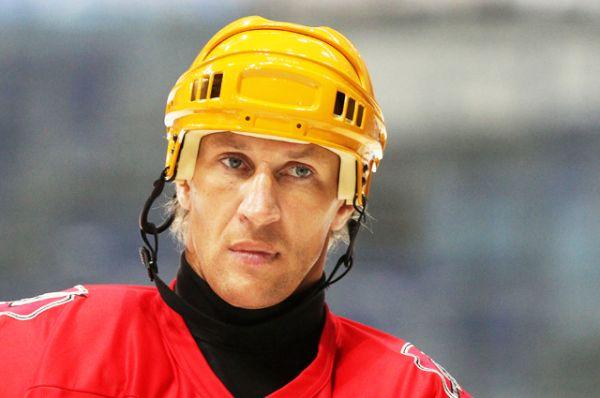 Алексей Ковалев. В 19 сезонах в НХЛ провел 1316 матчей — лучший результат среди россиян за всю историю.