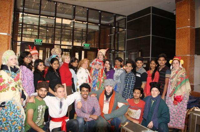 В Оренбурге студентам из Индии рассказали о Рождестве и святках