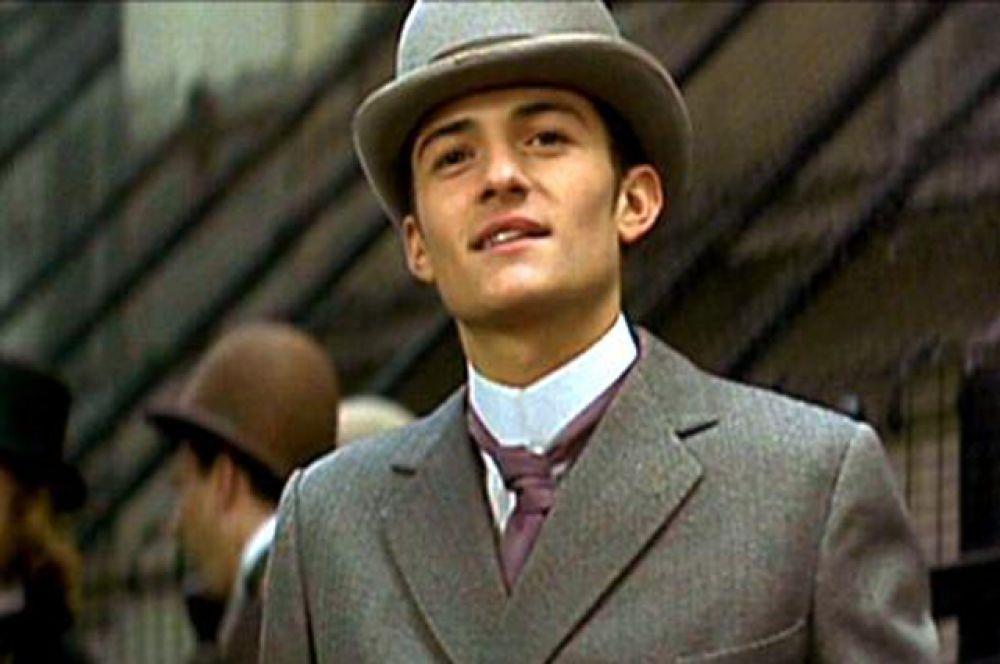 В 1997 году Блум впервые появился на киноэкране, сыграв эпизодическую роль юноши по вызову в биографической драме «Уайльд» со Стивеном Фраем и Джудом Лоу.