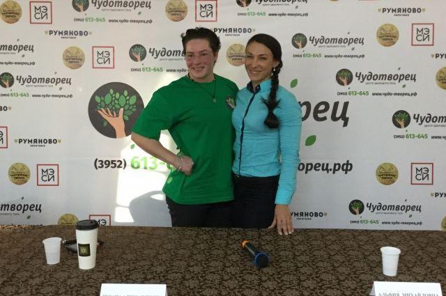 Оксана Кошелева (слева).