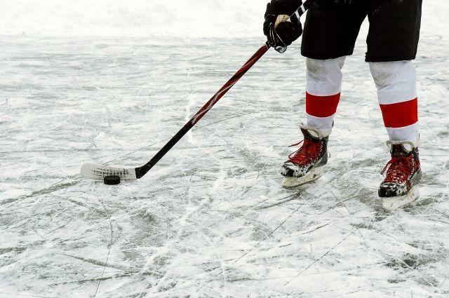 Свист стрибун непомешал молодым русским хоккеисткам спеть гимн