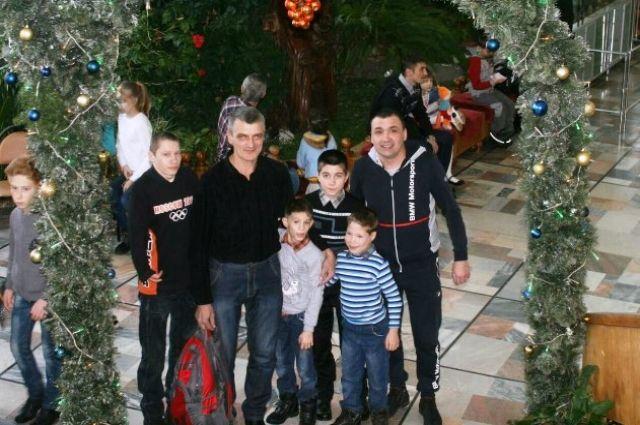 Сергей один воспитывает семерых детей