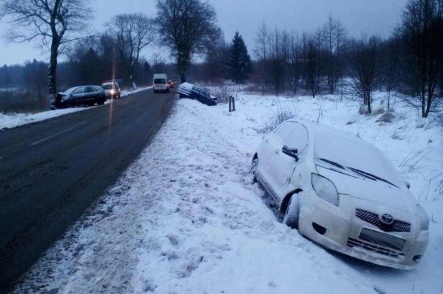 В МВД сообщили подробности ДТП с тремя авто на трассе под Светлогорском.