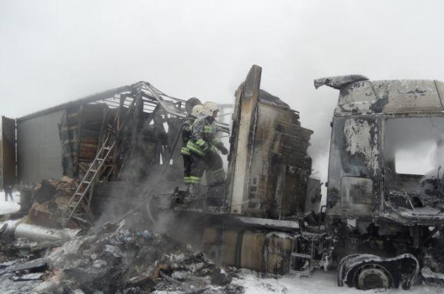 ВНоябрьске сгорела двухэтажка— Пожар вЯНАО